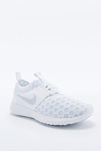 Nike - Baskets Juvenate blanches