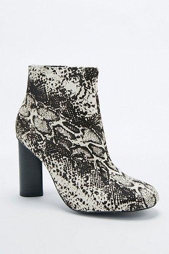 senso-sadie-iii-snake-pony-boots-womens-8