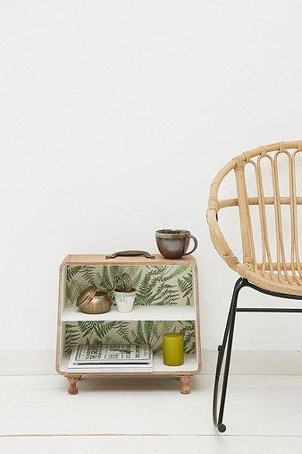 palm-pattern-suitcase-shelf