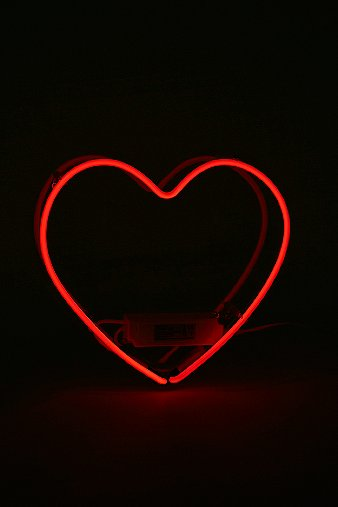 red-neon-heart-light