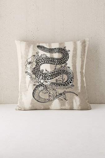 printed-snake-cushion