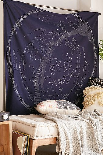 glow-in-the-dark-constellation-map-tapestry