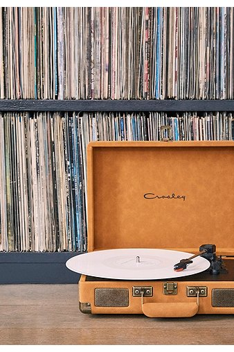 crosley-cruiser-tan-suedette-vinyl-record-player