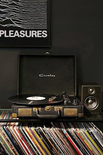 crosley-cruiser-black-gold-vinyl-record-player