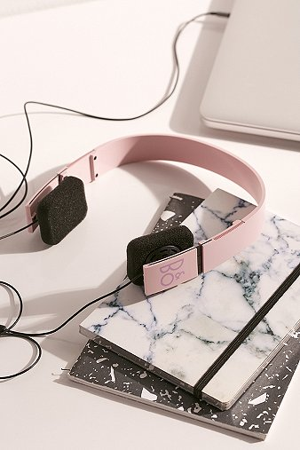 bo-play-uo-form-2i-pink-headphones