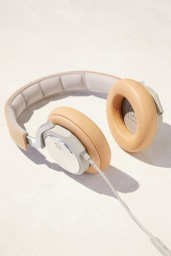 bo-play-h6-taupe-headphones