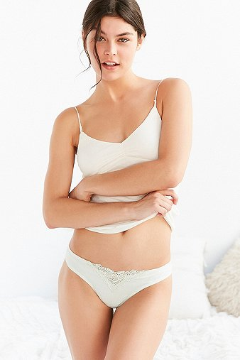 out-from-under-juliet-applique-thong-womens-m