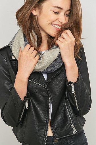 triangle-geo-print-blanket-scarf-womens-one-size
