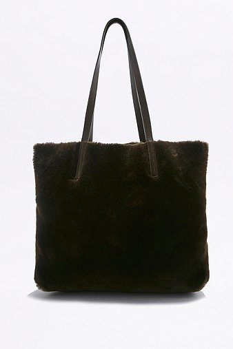 reversible-shearling-tote-bag-womens-one-size
